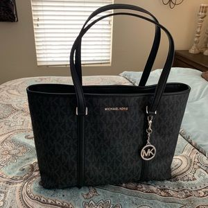 1 DAY SALE 💝 Michael Kors Tote